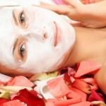 Pielęgnacja skóry wrażliwej jest z pewnością bardziej skomplikowana a utrzymanie jej w dobrym zdrowiu i wyglądzie wymaga więcej wysiłku i starań.
